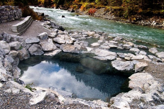 Lussier Hot Springs - photo by Jim Clark. Pool hot, river cold, very cold!